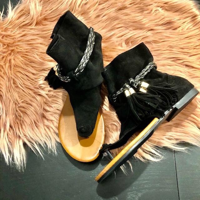 Zwart open sandaaltje friemel