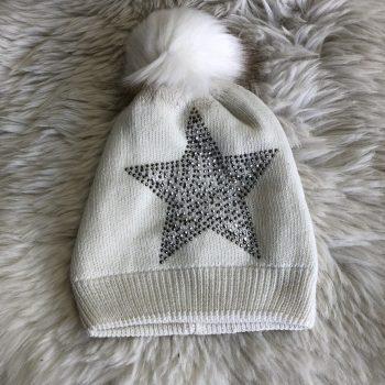 Muts wit met ster in steentjes
